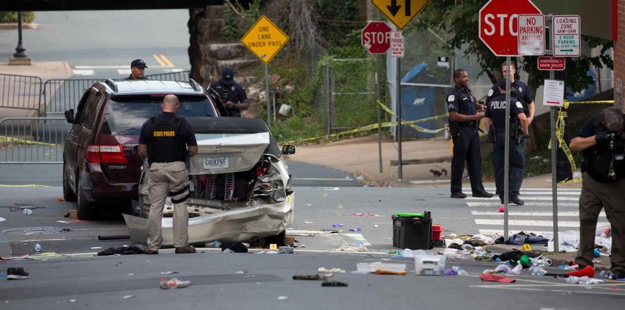 La Policía estatal de Virginia inspecciona la escena. (horizontal-x3)