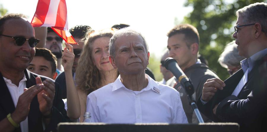 Un emocionado Oscar López Rivera celebra su regreso a Chicago (horizontal-x3)