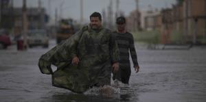 Golpeado e inundado, Cataño espera el regreso a casa de los refugiados