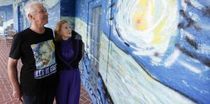 Termina batalla legal por casa con fachada que recrea obra de Van Gogh