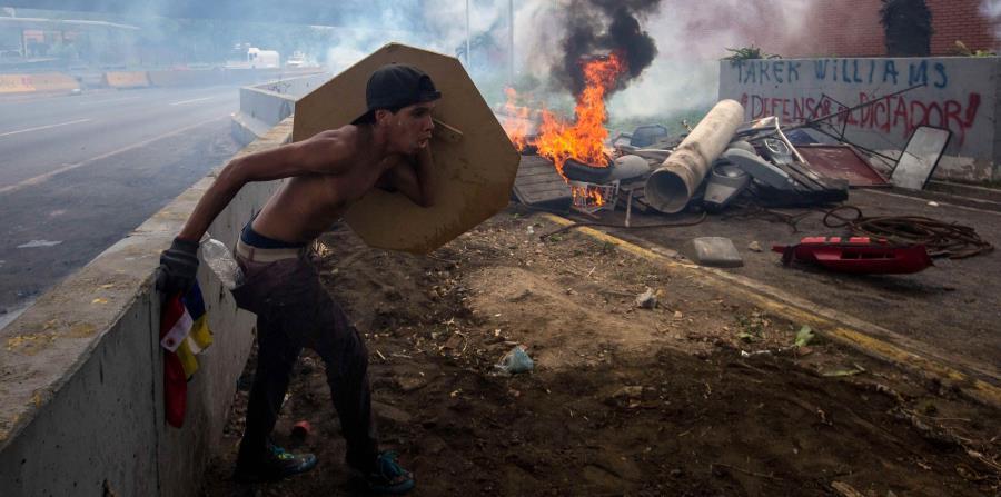 Más de 180 heridos, incluyendo 6 diputados, en protesta en Caracas (horizontal-x3)