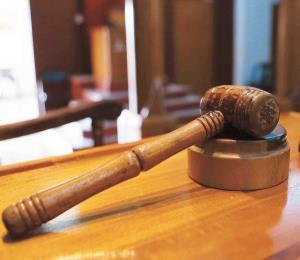 Radican un cargo contra mujer que quemó y apuñaló a su pareja en Río Grande
