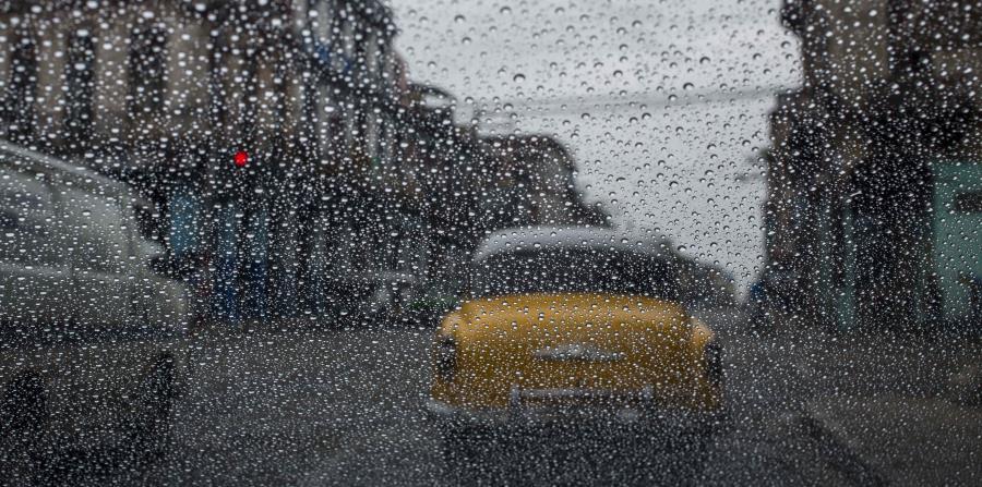 Las lluvias se han hecho sentir en las calles cubanas desde ayer (horizontal-x3)