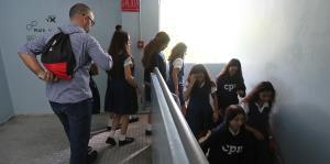 Estudiantes del Colegio Puertorriqueño de Niñas practican cómo mantenerseseguras