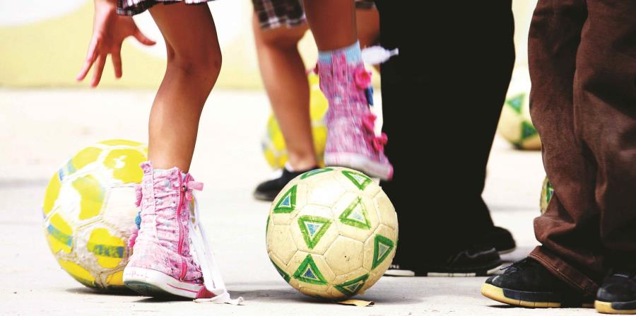 Policía británica identifica 560 posibles víctimas de abuso en el fútbol (horizontal-x3)