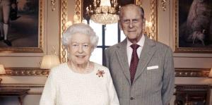 Reyes de Inglaterra celebran 70 años de matrimonio