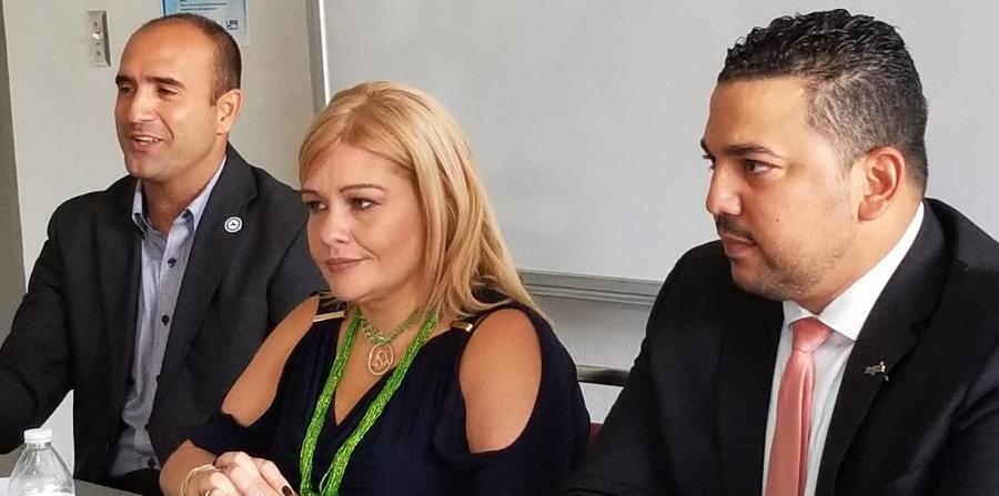 Desde la izquierda, Iván Puig, gerente general del Club Náutico de San Juan, Sylvia Rivera, gerente general de Toro Verde Adventure Park y Robert Rodríguez,  presidente de First Class Destination Solutions. (horizontal-x3)