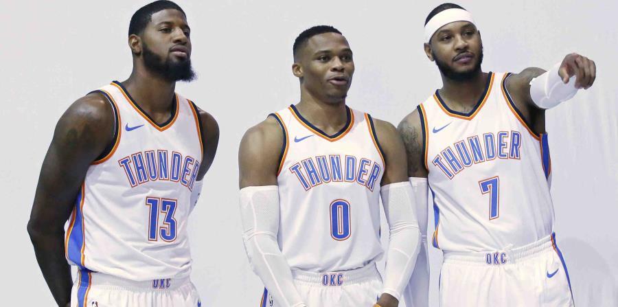 Russell Westbrook firmó una extensión contractual por cinco temporadas con el Thunder. (horizontal-x3)