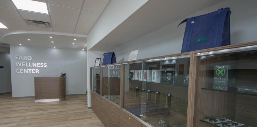 Interior de uno de los dispensarios de cannabis medicinal de la empresa Vesalius, que ya opera cinco centros en la Isla. (horizontal-x3)