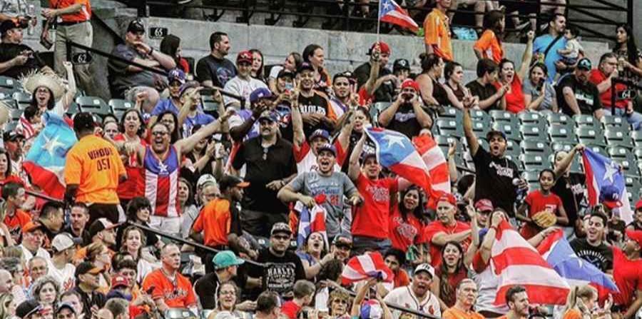 Boricuas reciben a Yadier Molina con aplausos y plena en Baltimore (horizontal-x3)