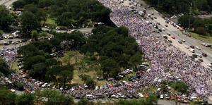 "Revive la multitudinaria marcha ""Paz para Vieques"""