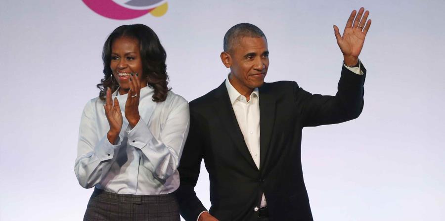 el expresidente de Estados Unidos, Barack Obama (derecha), y su esposa, Michelle Obama, a su llegada a la primera edición de la Cumbre de la Fundación Obama en Chicago. (horizontal-x3)