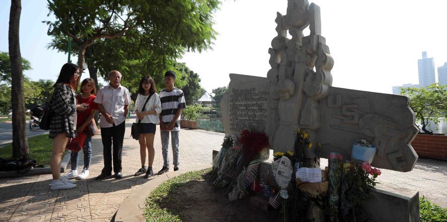 Vietnam le rinde homenaje a John McCain (horizontal-x3)
