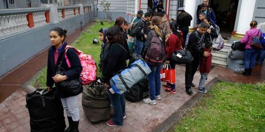 Los inmigrantes venezolanos regresan a su país en la aerolínea estatal (horizontal-x3)