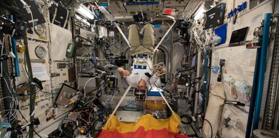 ¿Qué hace un astronauta cuando se enferma en el espacio?  (horizontal-x3)