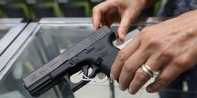 Un sondeo arroja que la mayoría de Estados Unidos favorece leyes estrictas de armas