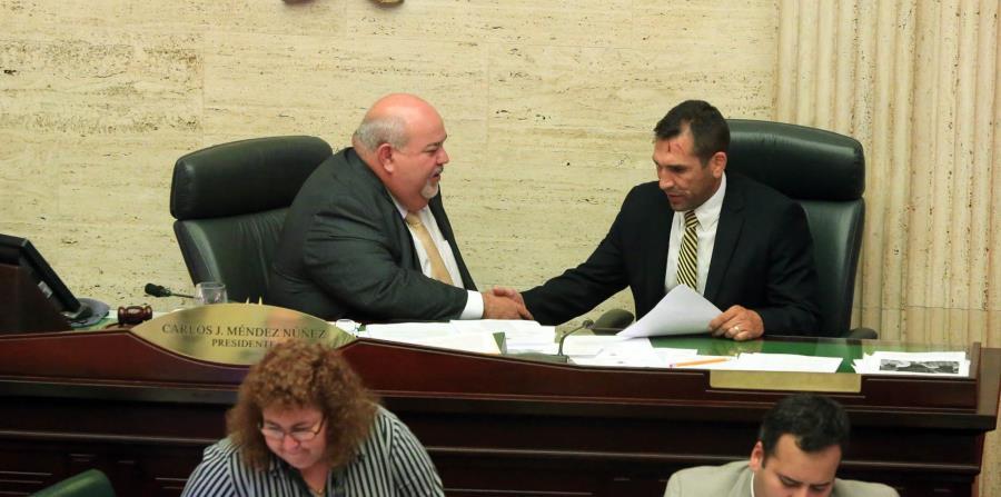 Thomas Rivera Schatz, presidente del Senado, junto a Carlos