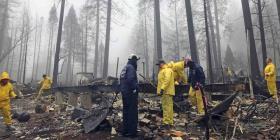 El gobernador de California declara estado de emergencia luego de incendios forestales