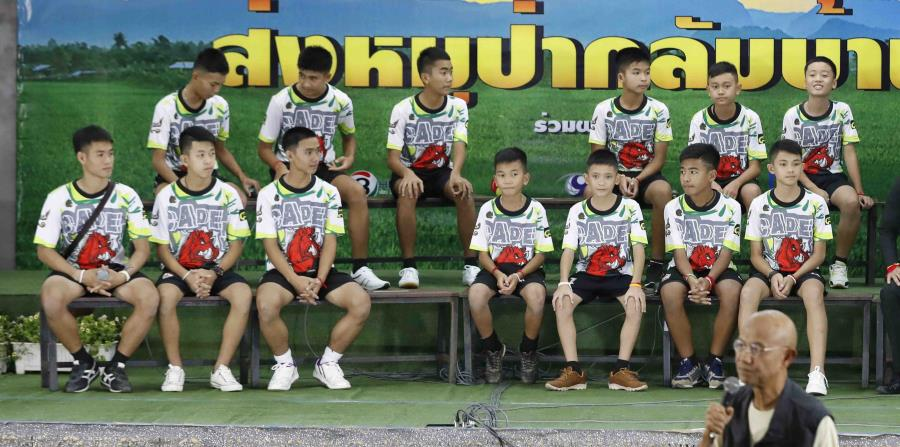 algunos de los niños que pasaron más de dos semanas atrapados en una cueva comen juntos en un hospital en Chiang Rai, en el norte de Tailandia. (horizontal-x3)