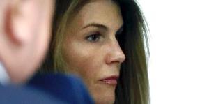 Fiscales niegan fabricación de evidencia para arrestar a la actriz Lori Loughlin