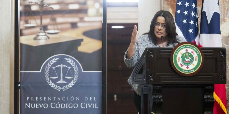 La presidenta de la Comisión cameral de lo Jurídico, María Milagros Charbonier, presenta el proyecto del nuevo Código Civil en la Rotonda del Capitolio. (horizontal-x3)
