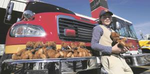 Niño estadounidense regala 250 peluches a los bomberos de Puerto Rico