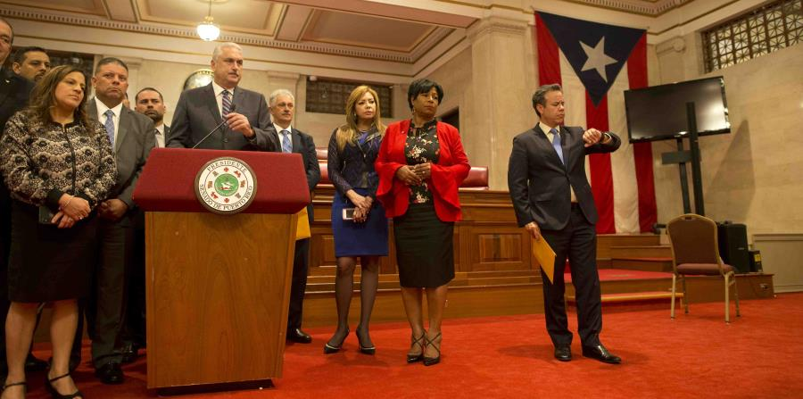 The president of the Senate, Thomas Rivera Schatz, and his coreligionists during the caucus in which Senator Miguel Romero's proposal was discussed. (horizontal-x3)