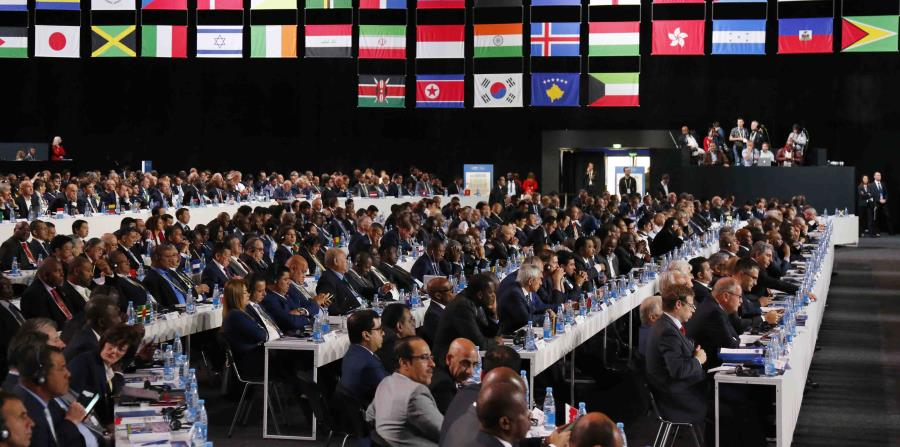 Los delegados durante el Congreso de la FIFA en la víspera de la inauguración de la Copa del Mundo en Moscú, Rusia, el miércoles 13 de junio de 2018. (AP Foto/Alexander Zemlianichenko) (horizontal-x3)