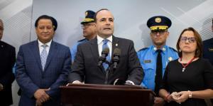 Policías trabajarán turnos de 12 horas ante el alza criminal