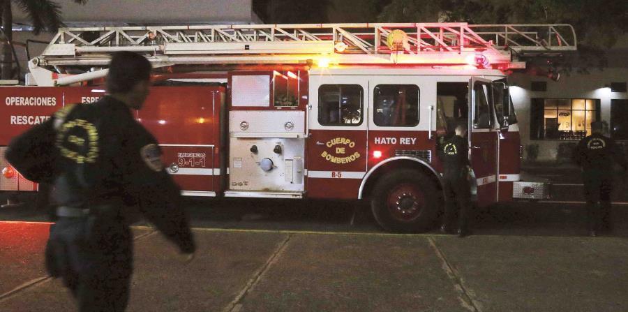 Preliminarmente, se piensa que el fuego comenzó en el techo del almacén César Castillo. (GFR Media) (horizontal-x3)
