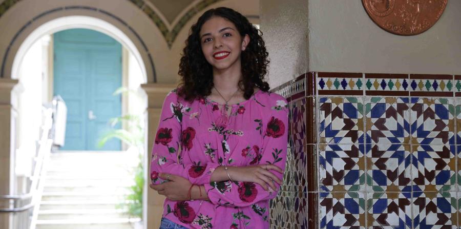 """Rocío del Mar Avilés Mercado decidió quedarse a estudiar en Puerto Rico gracias al ensayo """"Los cerebros que se van y el corazón que se queda"""" de la escritora Magali García Ramis. (horizontal-x3)"""