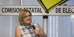 Comparece Norma Burgos ante comité investigador de la CEE