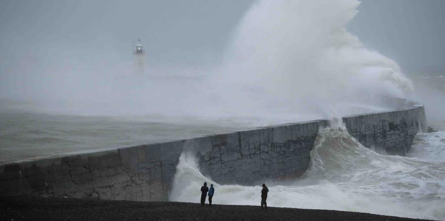 Resultado de imagen de Una fuerte tormenta se mueve hacia el este en Europa