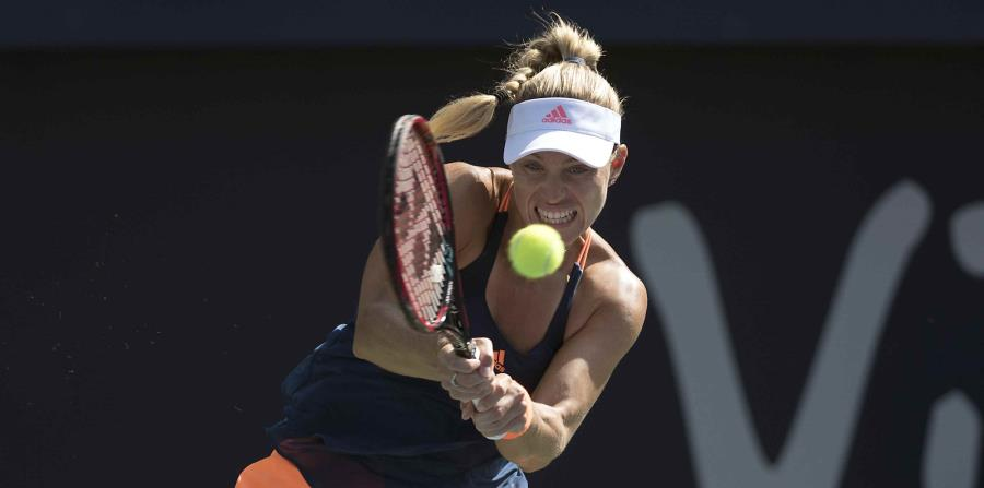 La alemana se recuperó de sietes dobles faltas y ganó los últimos cuatro games del encuentro para vencer a Siniakova. (horizontal-x3)
