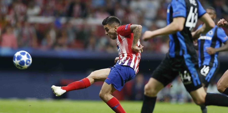 Un gol en la segunda mitad del suplente argentino Ángel Correa dio al Atlético la victoria sobre Real Betis en la liga española. (AP / Paul White) (horizontal-x3)