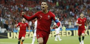 Pura acción el partido entre España y Portugal