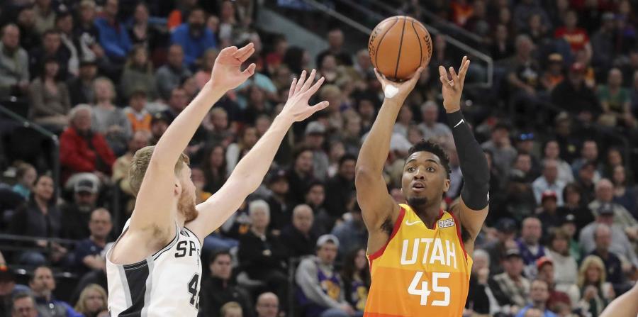 Donovan Mitchell aportó al triunfo de Utah. (AP) (horizontal-x3)