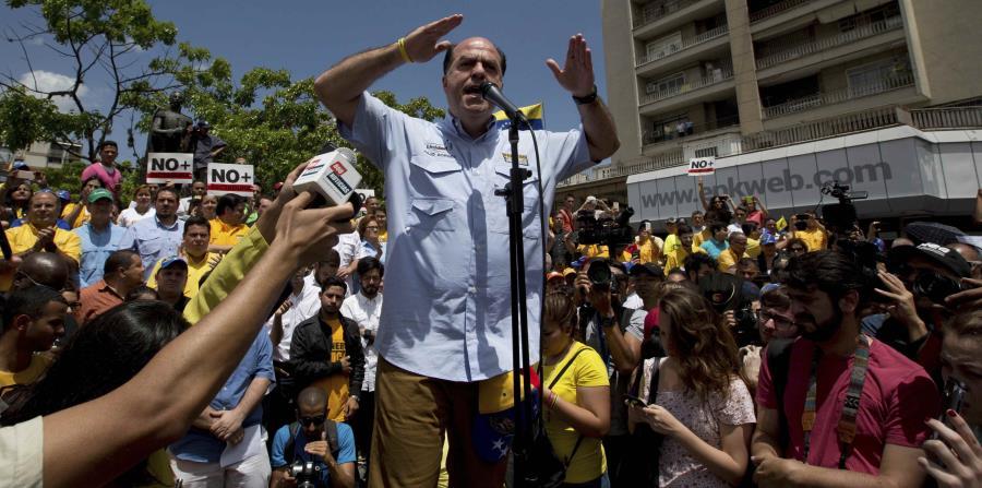 Líder opositor venezolano pide a la banca que aísle a Maduro (horizontal-x3)