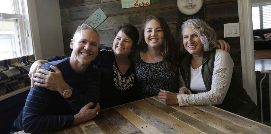 Más cortes en Estados Unidos reconocen a las familias con tres padres (horizontal-x3)