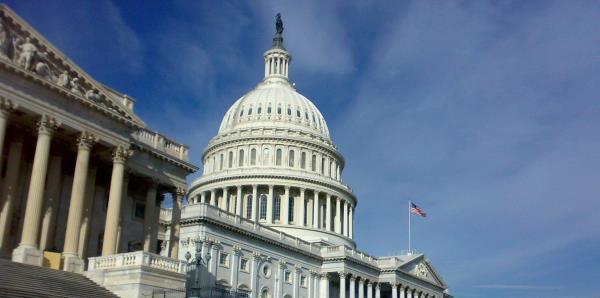 Senado reanuda sesión mientras persigue acuerdo para reabrir el gobierno