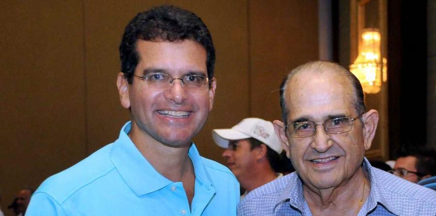 Pedro Pierluisi, junto a su padre Jorge Pierluisi Díaz, durante un evento celebrado en un hotel en Río Grande. (GFR Media) (horizontal-x3)
