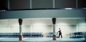 Arranca con poco público la Venta del madrugador en Kmart
