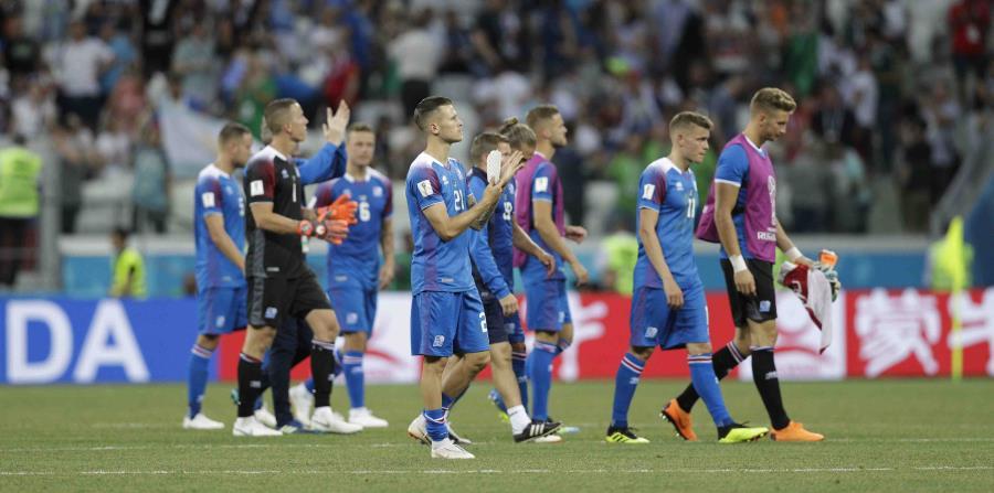 """La selección, conocida simplemente por los islandeses como """"Nuestros Chicos"""", perdió el segundo compromiso, por 2-0 ante los nigerianos. (AP) (horizontal-x3)"""