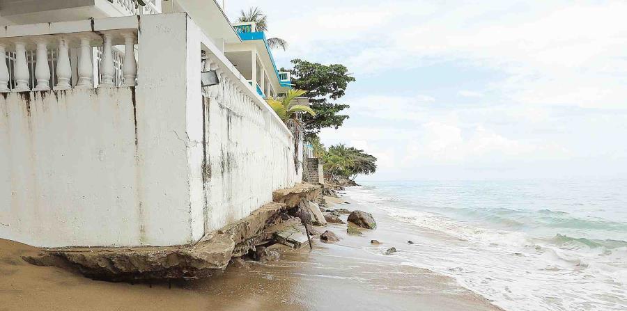 Frentes fríos empeoran la erosión costera agravada por el huracán María (horizontal-x3)