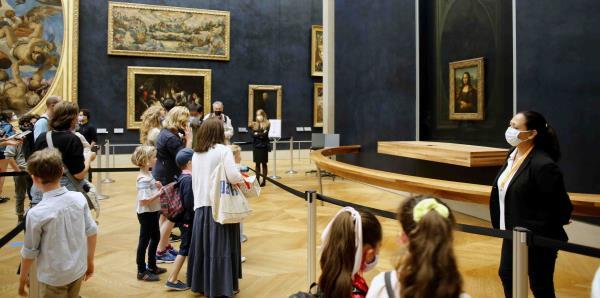 Reabren el Museo del Louvre de París