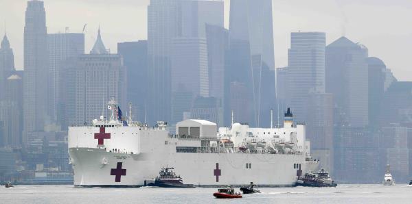 Apenas hay pacientes en los buques médicos enviados por Trumpa Nueva York y Los Ángeles