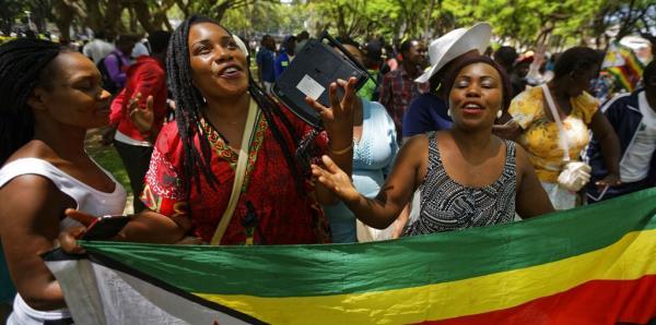 Exvicepresidente de Zimbabue pide la renuncia de Mugabe