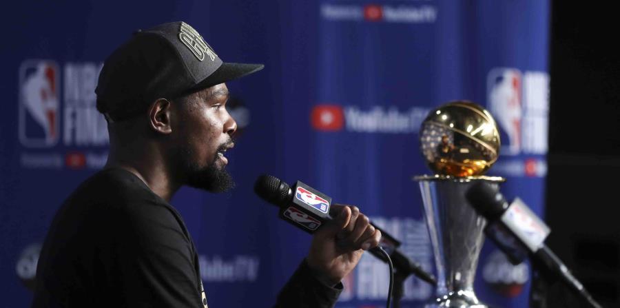 Kevin Durant ganó el premio de JMV de la final por segundo año consecutivo. (AP) (horizontal-x3)