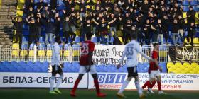 Futbolistas en Bielorrusia se cuestionan por qué siguen jugando en medio de la pandemia