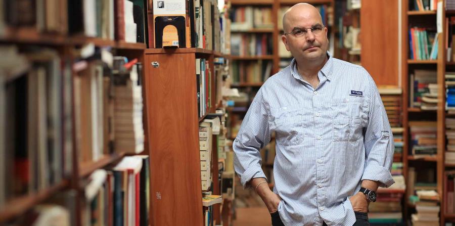 El autor dedica su obra al escritor Francisco Font Acevedo y al fenecido poeta Ángel Darío Carrero. (horizontal-x3)